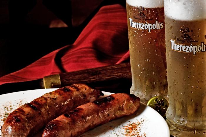 Linguiça de lombo com chope Therezópolis | Foto: Felipe Azevedo